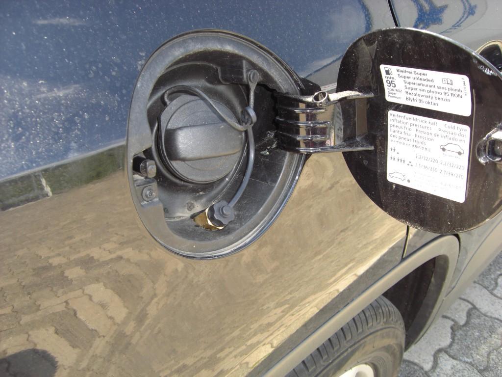 Autogas-Umruestung-LPG-Frontgas-VW-Tiguan-2.0-TSI-Tankstutzen-1024x768