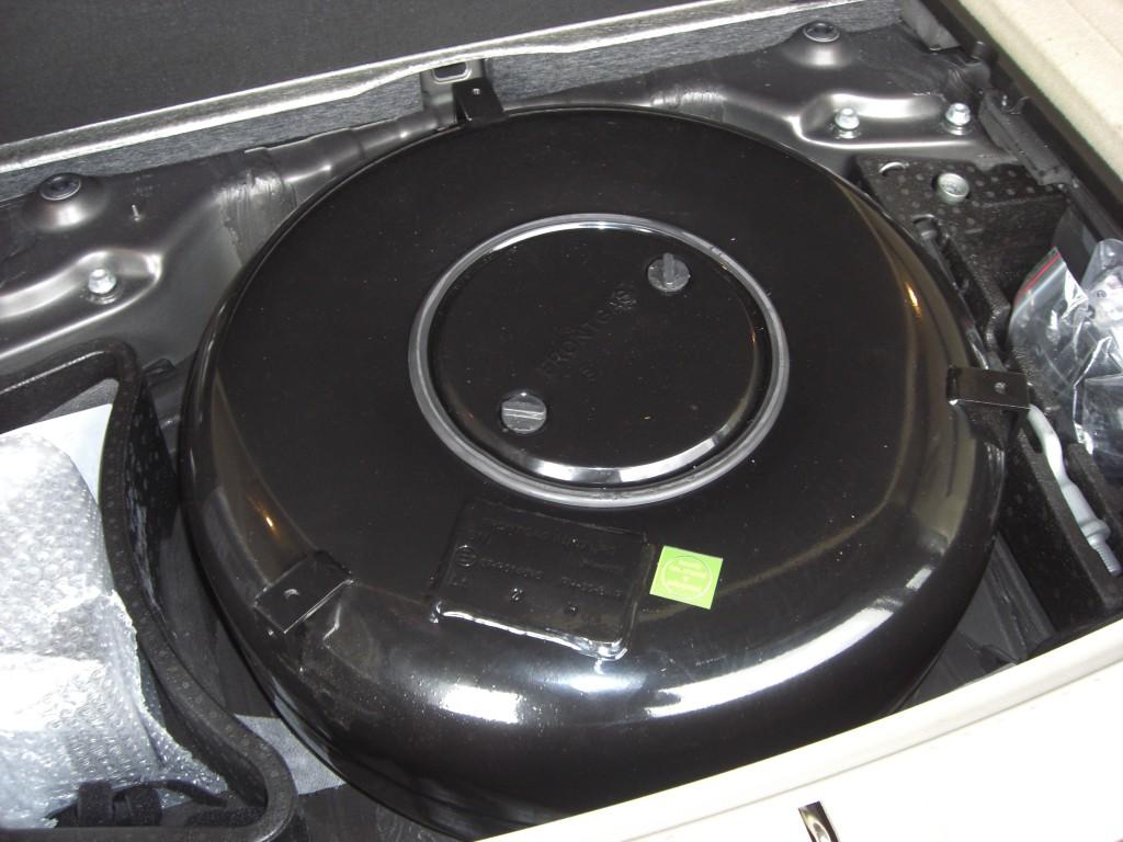 Autogas-Umruestung-LPG-Frontgas-VW-Touareg-36-FSI-Tank-1024x768