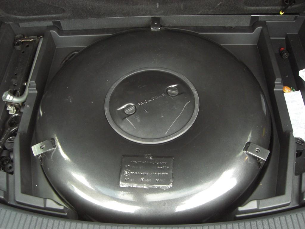 Autogas-Umruestung-LPG-Frontgas-VW-Touran-1.2-TSI-Tank2-1024x768