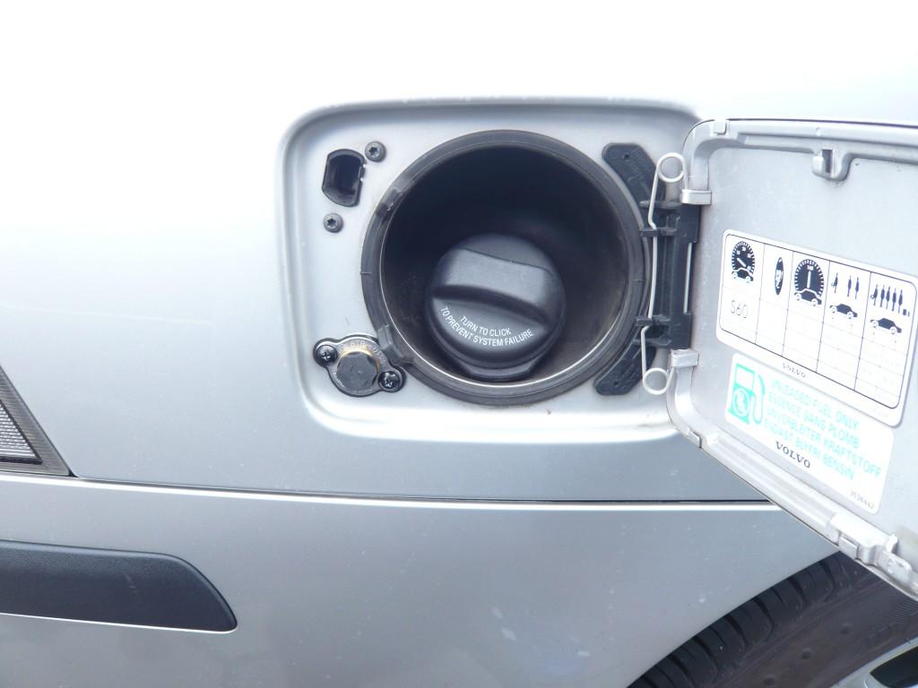 Autogas-Umruestung-LPG-Frontgas-Volvo-S60-Tankstutzen-1024x768