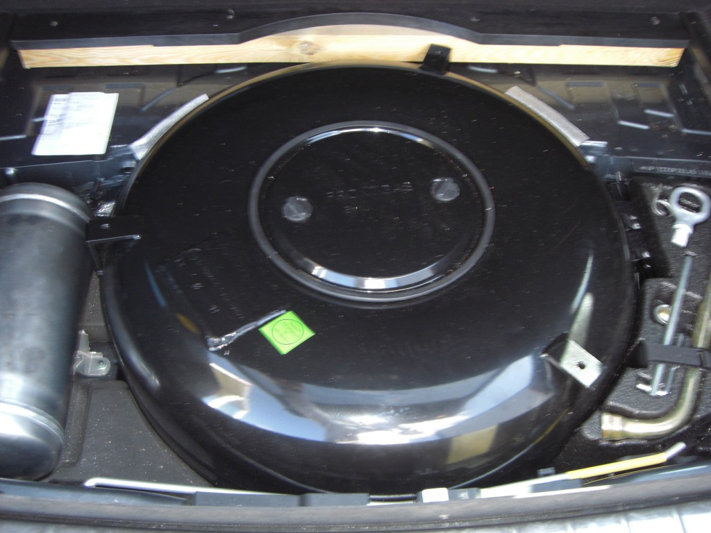 Autogas-Umruestung-LPG.Frontgas-Porsche-Cayenne-Tank-1024x768
