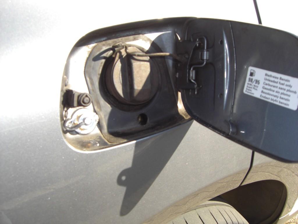 Autogas-Umruestung-LPG.Frontgas-Porsche-Cayenne-Tankstutzen-1024x768