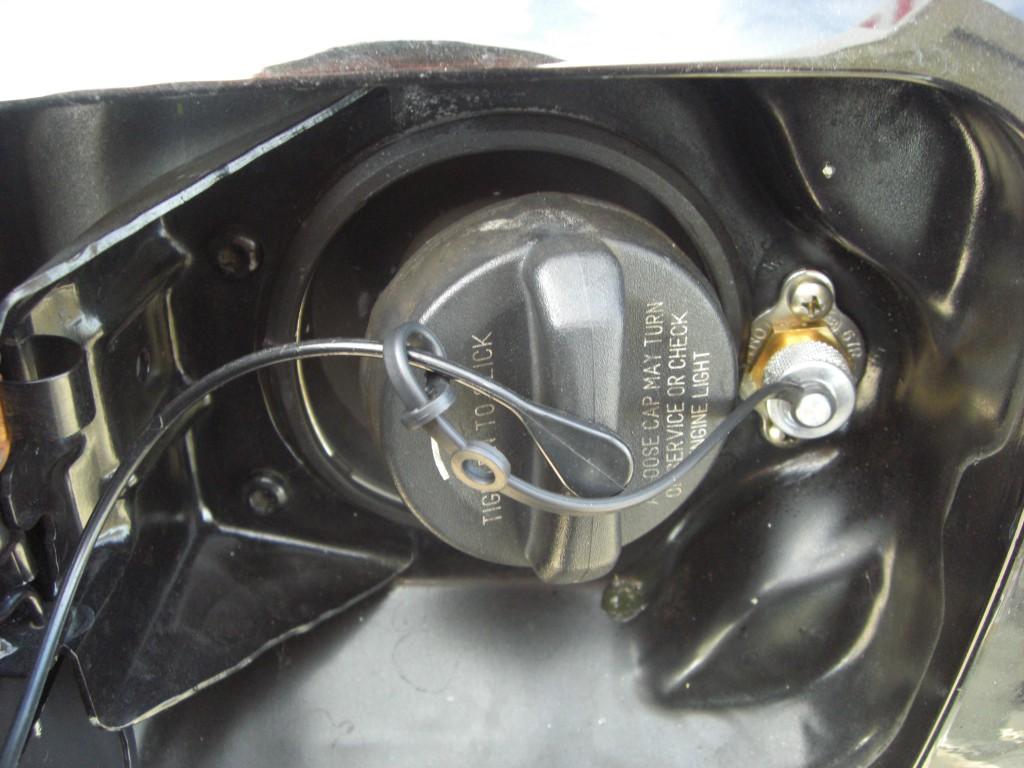 Autogas_Umrüstung-auf-LPG_Dodge_Charger-Tankstutzen-3