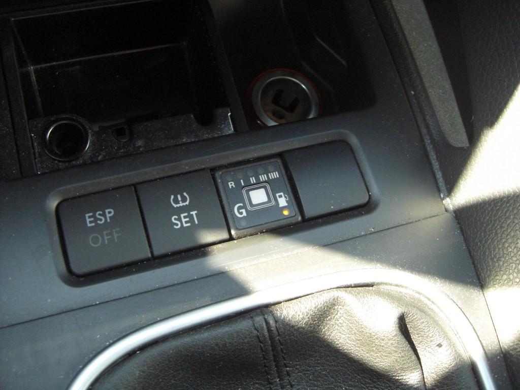 Autogas_Umrüstung-auf-LPG_VW_Golf_5-Tankuhr-Umschalter