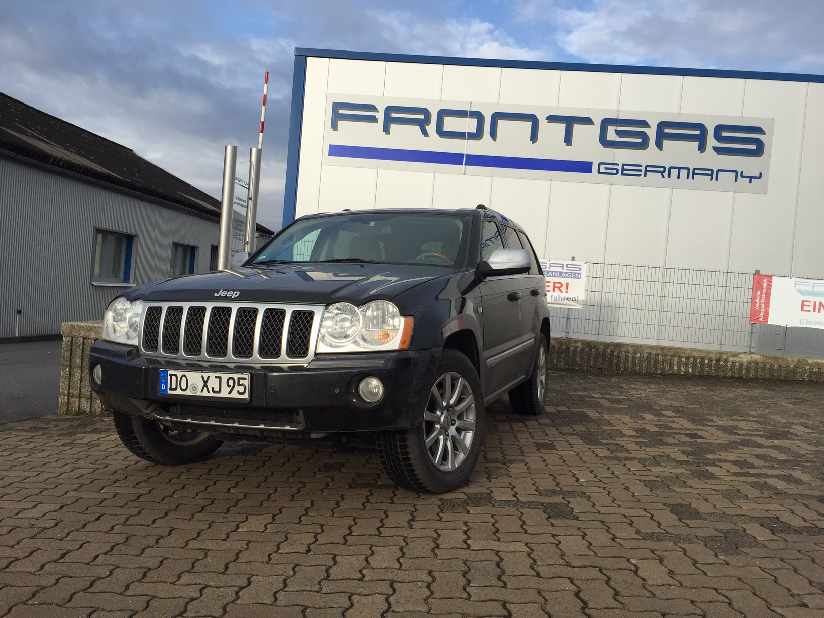 Autogas-Umrüstung-LPG-Frontgas-Jeep-Grand-Cherokee-1