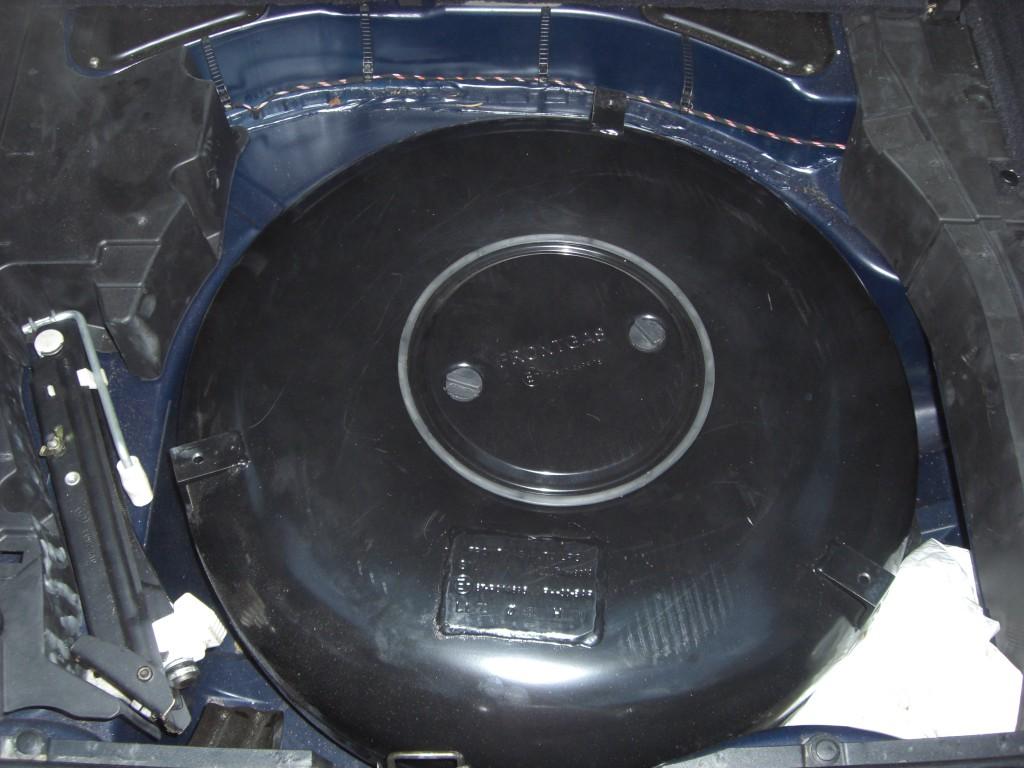Autogas-Umruestung-LPG-Frontgas-BMW-523-E39-Kombi-Tank-1024x768