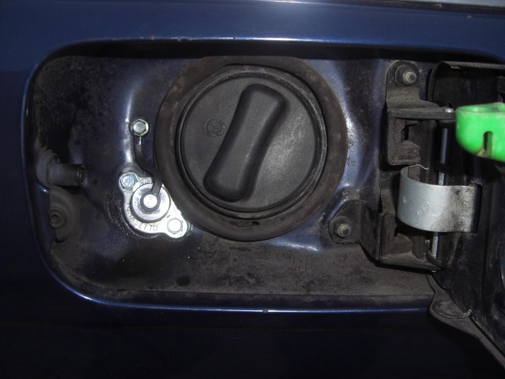 Autogas-Umruestung-LPG-Frontgas-BMW-523-E39-Kombi-Tankstutzen-1024x768