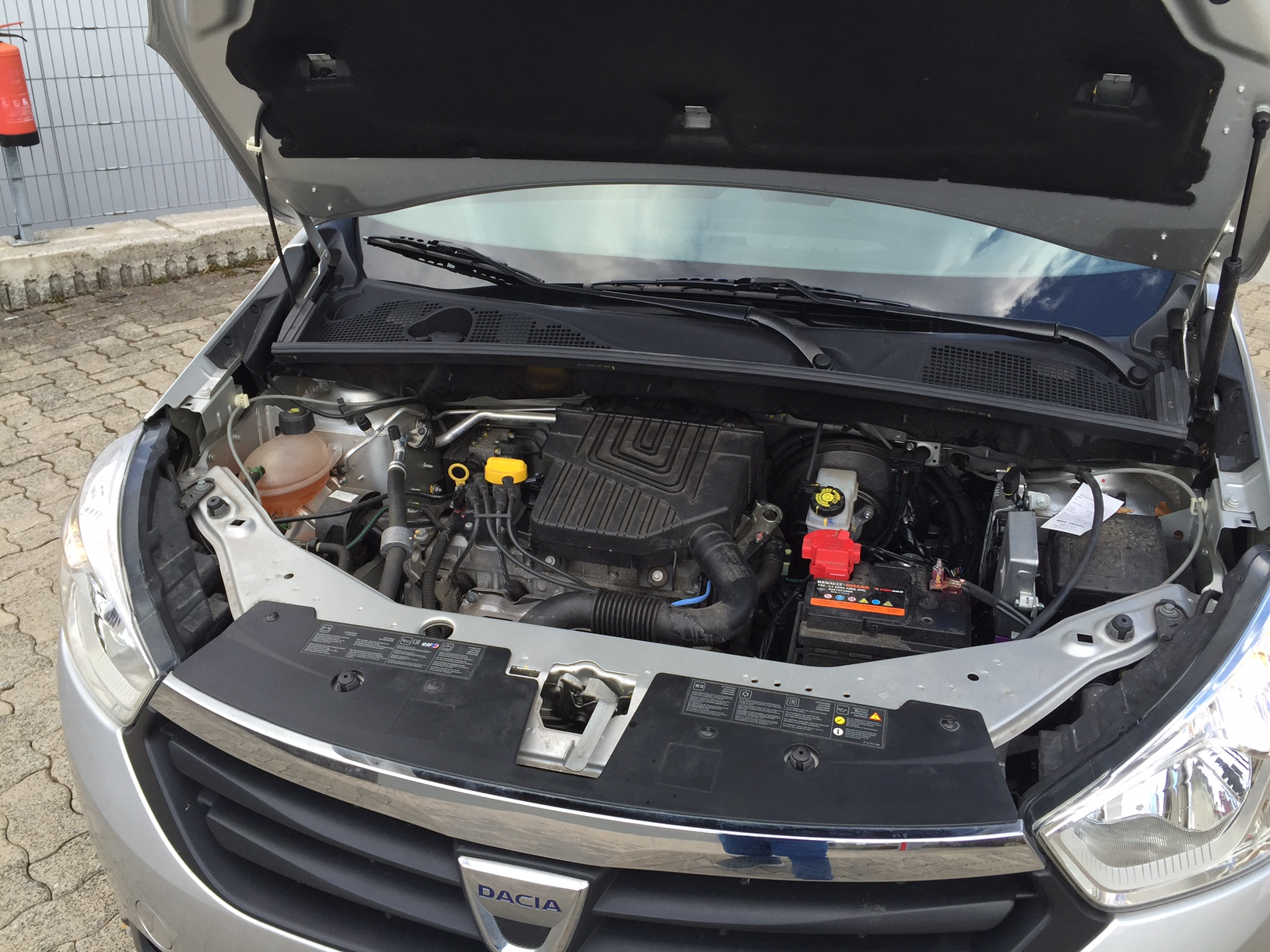 autogas_umruesstung-auf-lpg-autogas-dacia-lodgy-motor