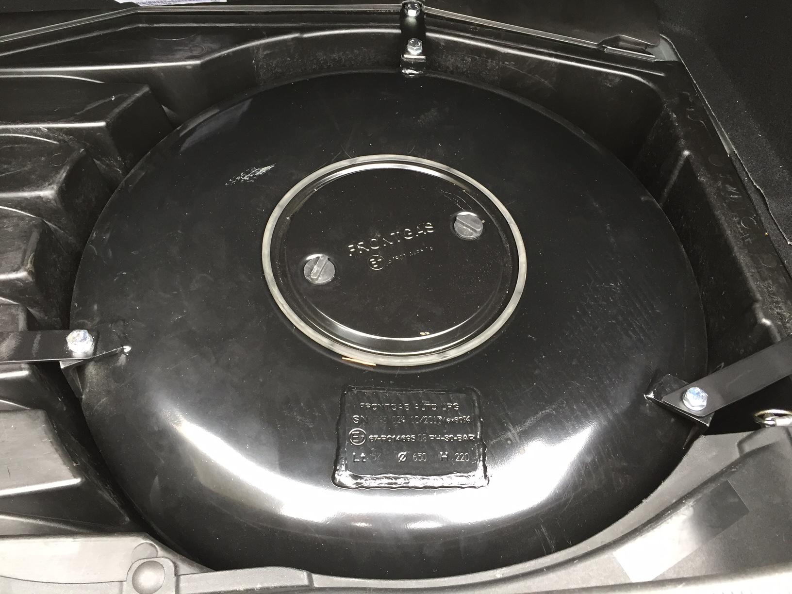 autogas_umruesstung-auf-lpg-autogas-mercedes-clk-200-tank