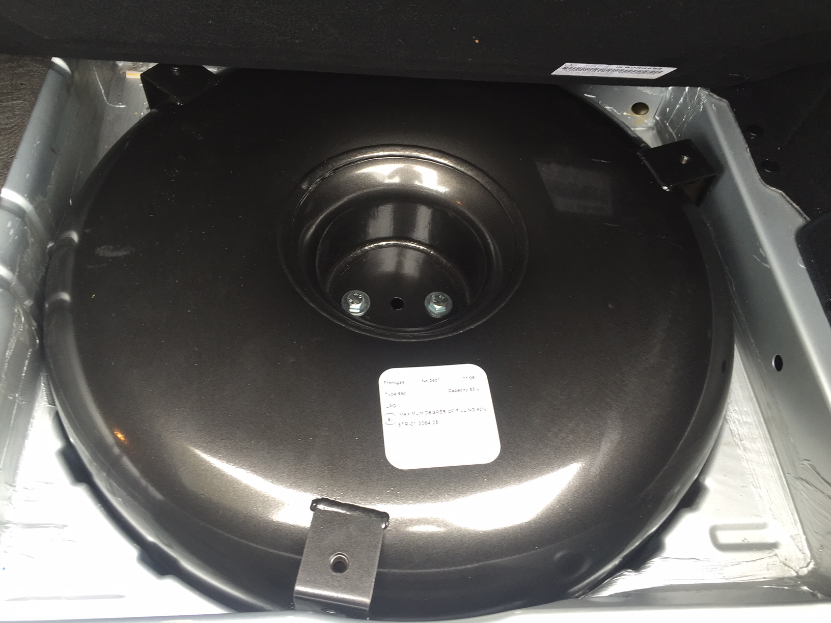 autogas_umruesstung-auf-lpg-autogas-mercedes-clk200-w209-tank