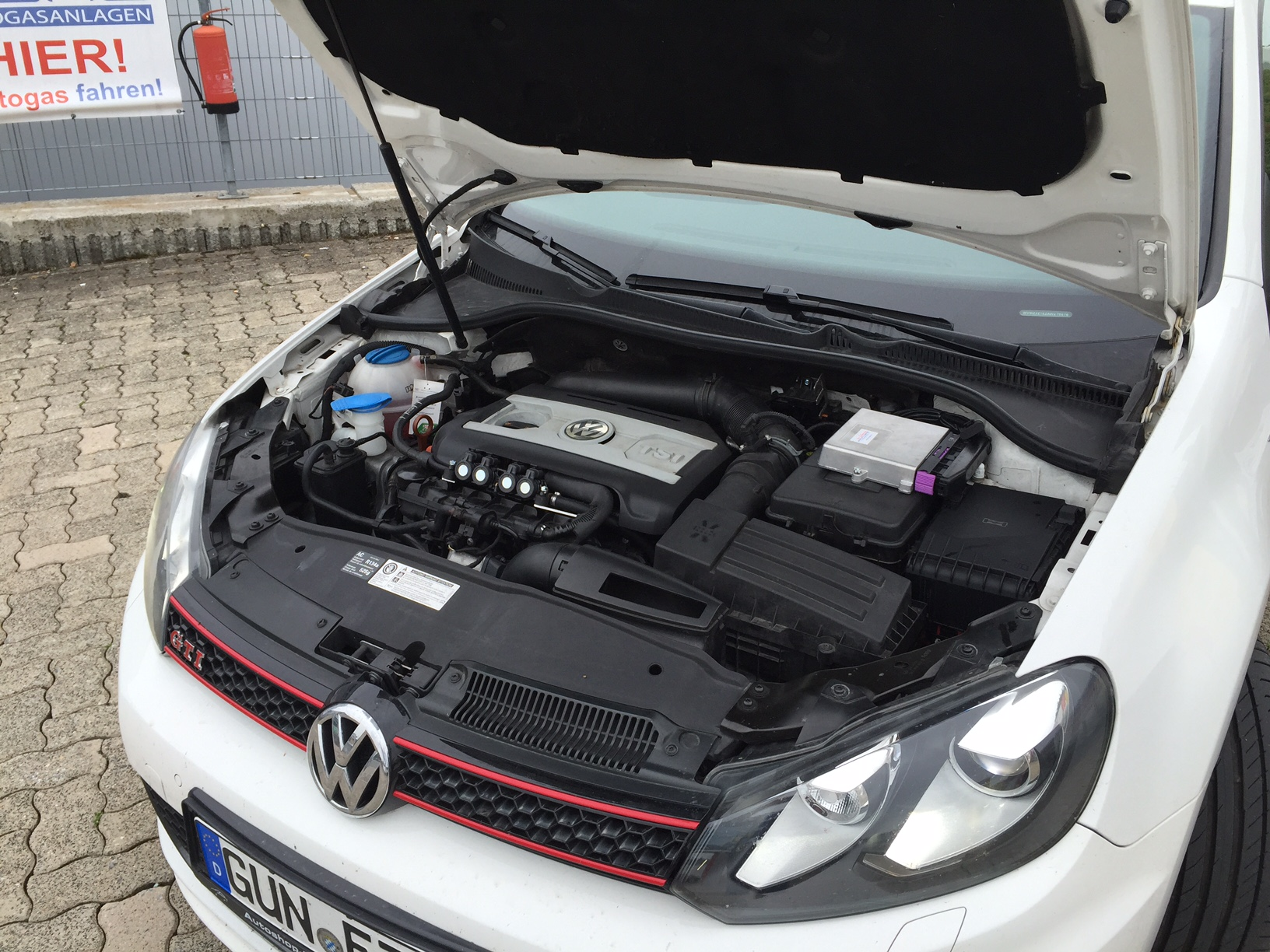 autogas_umruesstung-auf-lpg-autogas-vw-golf-6-gti-direkteinspritzer-motor