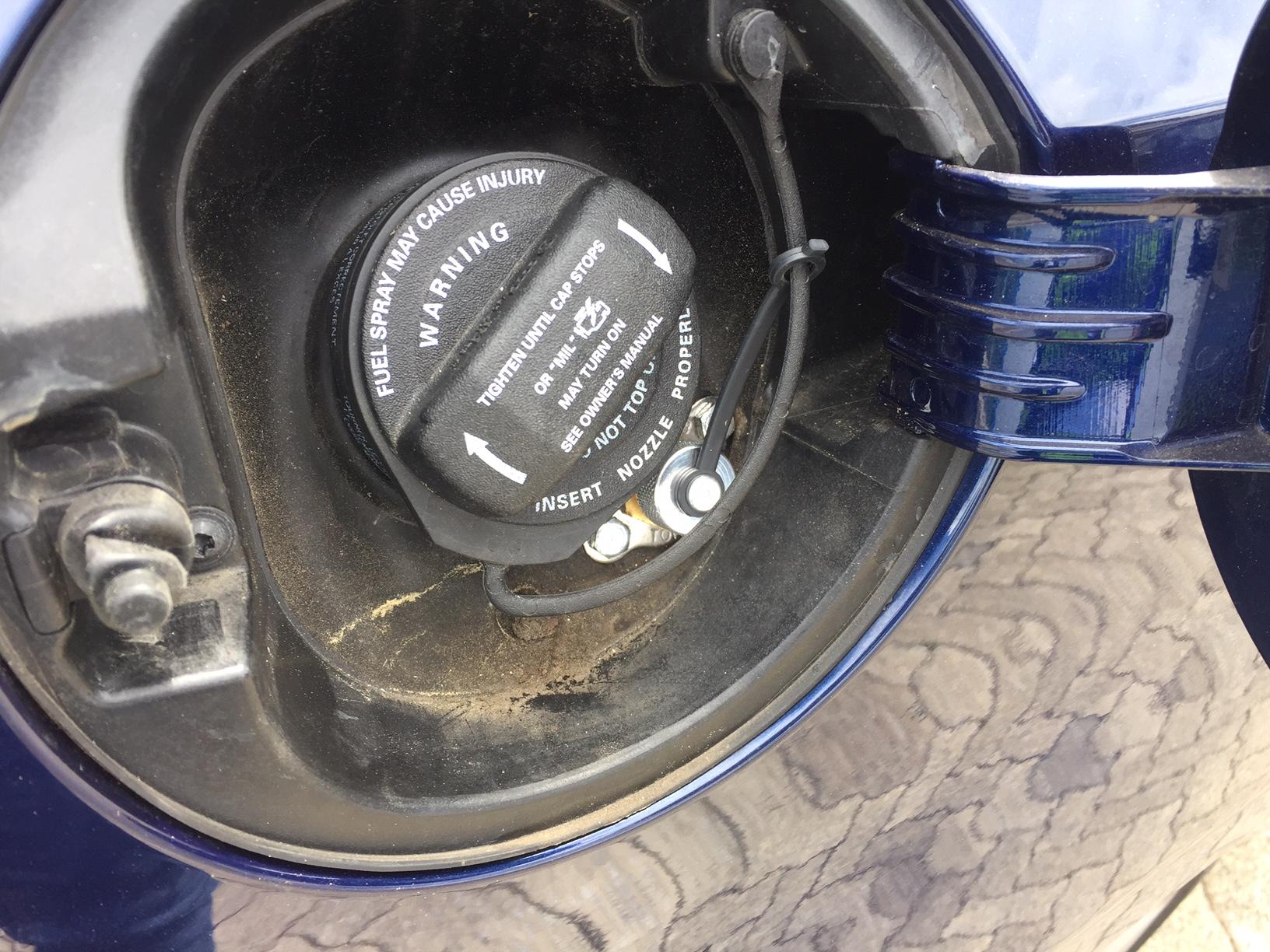 autogas_umruesstung-auf-lpg-autogas-vw-golf-gti-tsi-tankstutzen