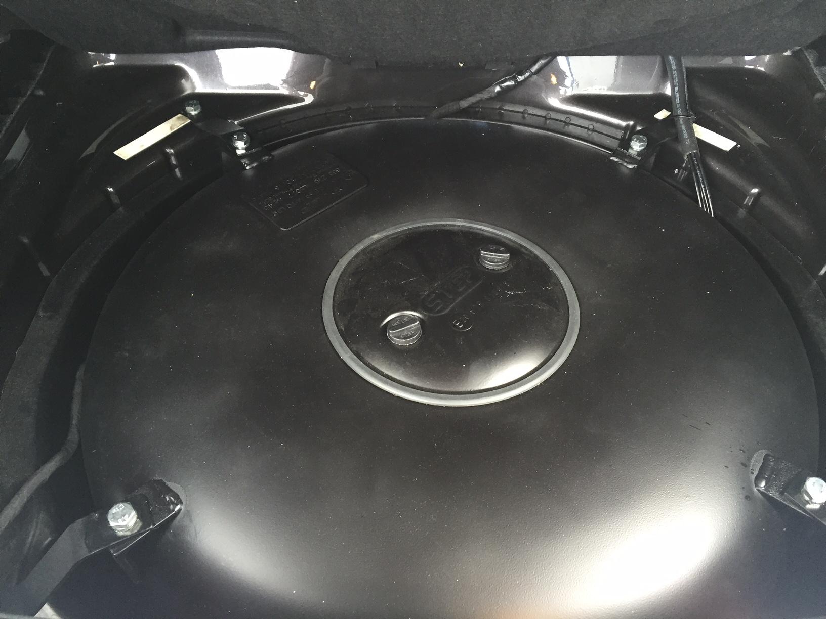 autogas_umruesstung-auf-lpg-autogas-vw-phaeton-36-fsi-direkteinspritzer-tank