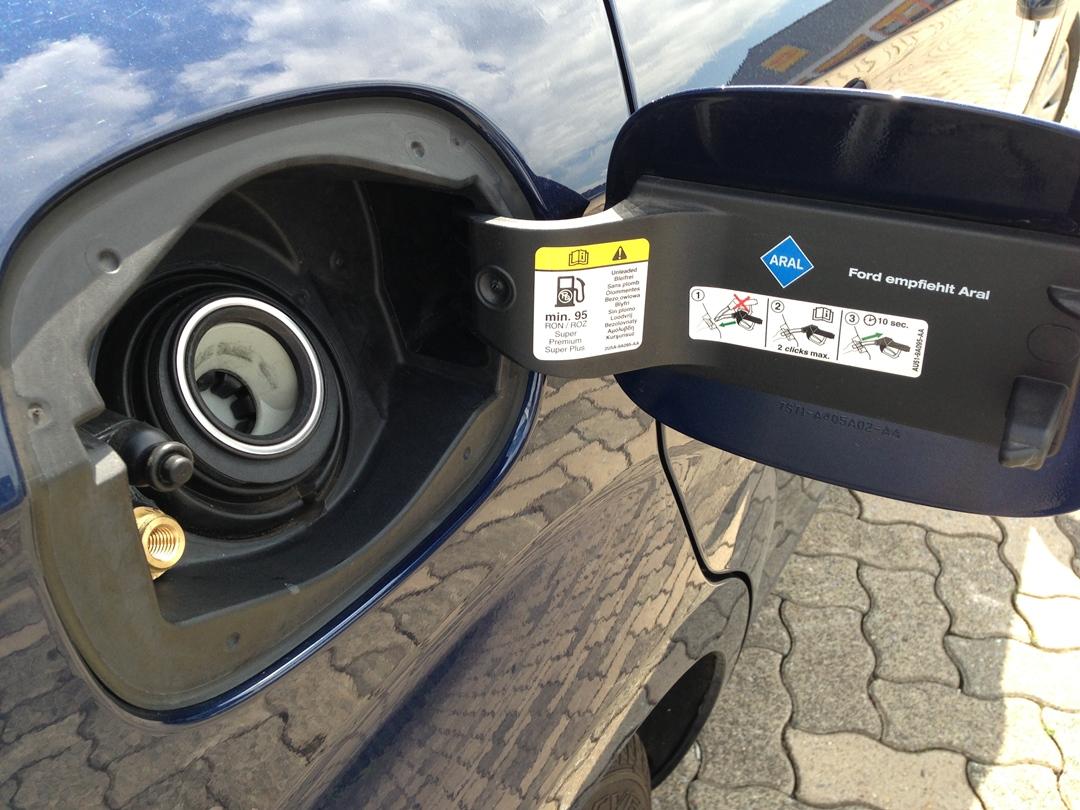 autogas_umruesstung-auf-lpg-ford_mondeo-18-tankklappe