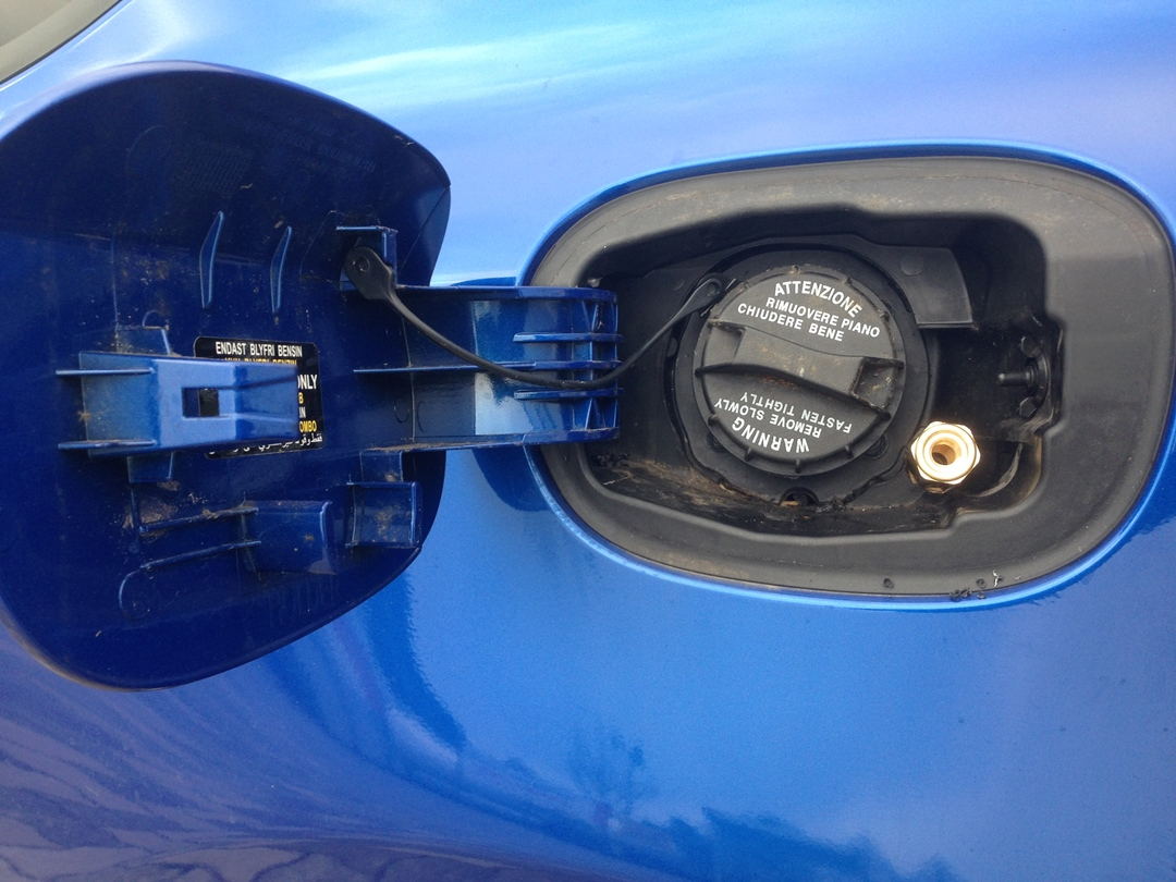 autogas_umruesstung-auf-lpg-hyundai_coupe-tankstutzen