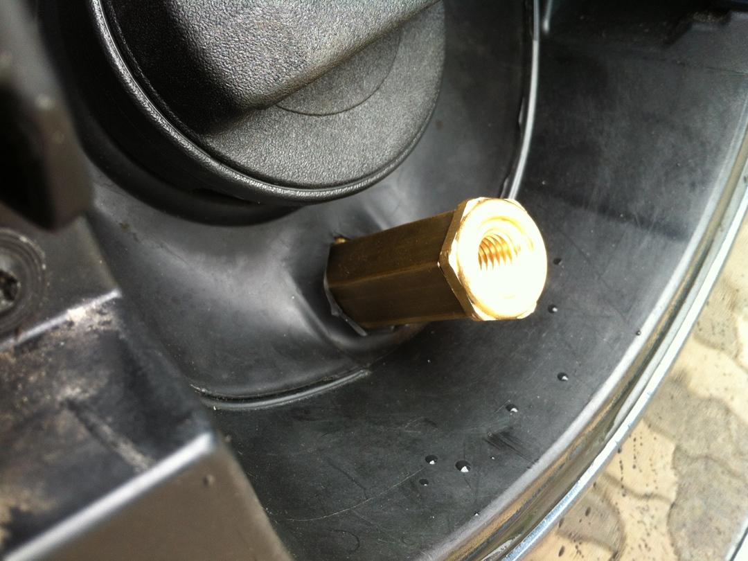 autogas_umruesstung-auf-lpg-vw_golf-14-tsi-direkteinspritzer-tankklappe