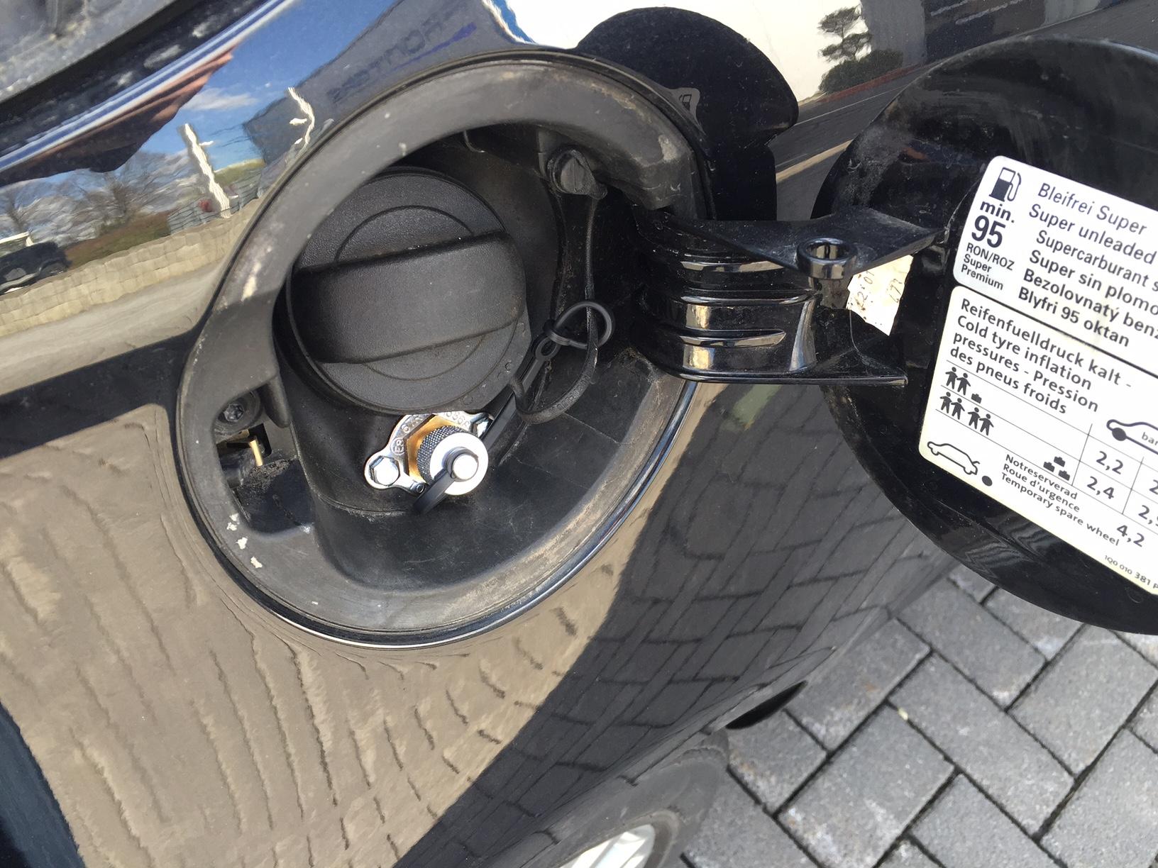 autogas_umruesstung-auf-lpg-autogas-vw-eos-fsi-direkteinspritzer-tankstutzen