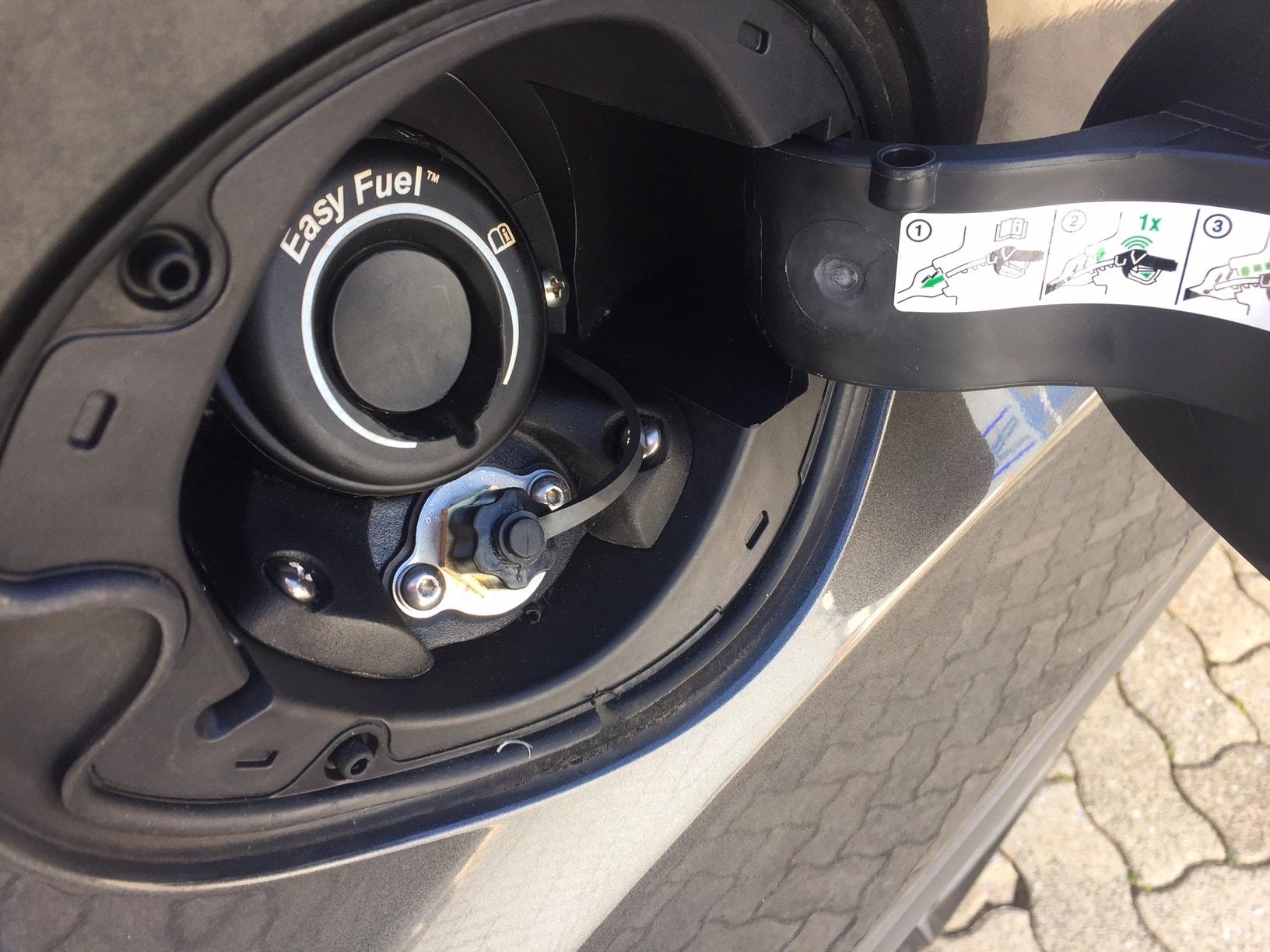 Autogas-R115-Umrüstung-auf-LPG-Autogas_Ford-Kuga-1,5Ecoboost-Direkteinspritzer-Prins-DLM-Tankstutzen