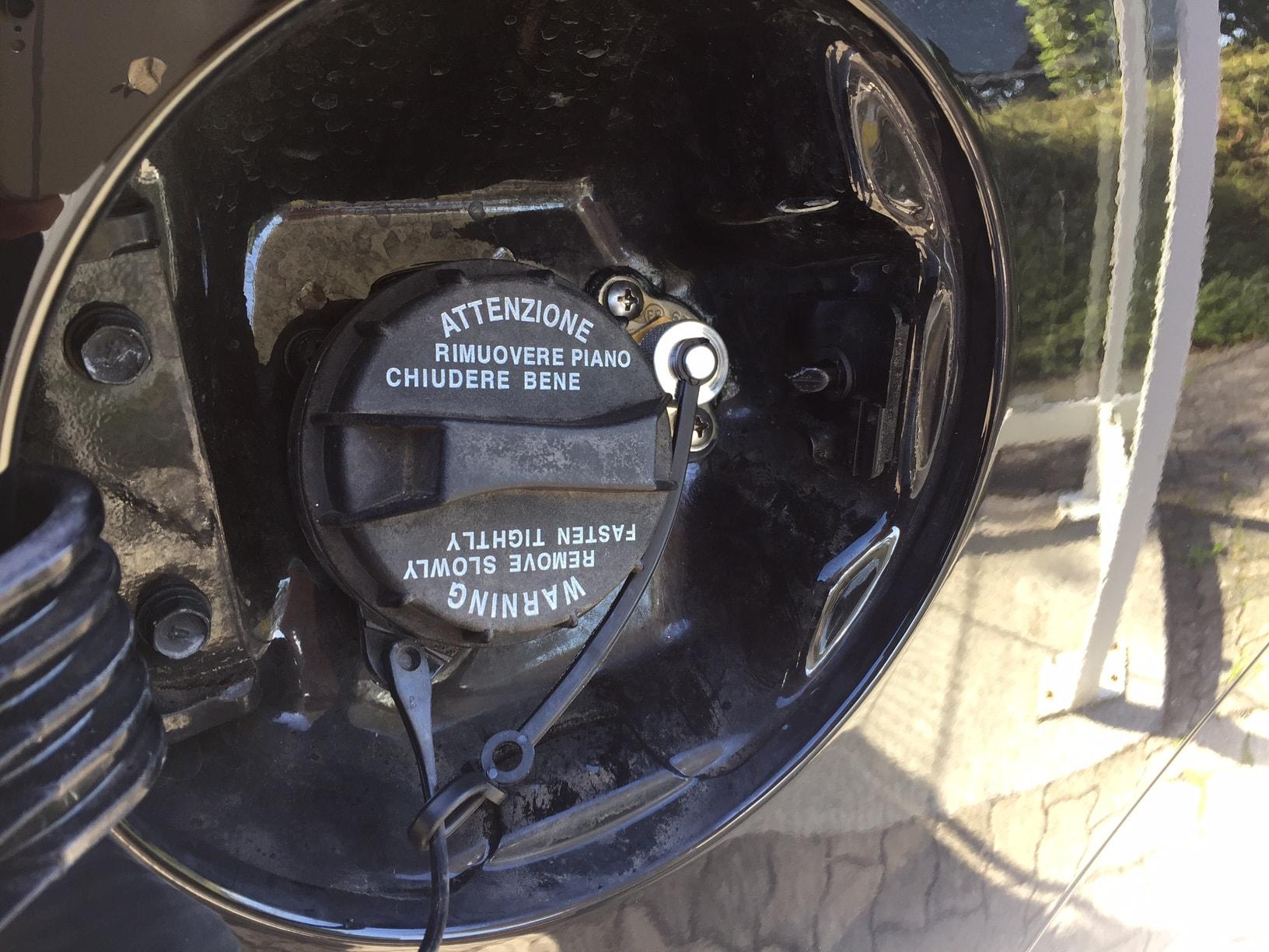 Autogas_R115-Umrüstung-auf-LPG-Autogas_Hyundai-IX35-2,0GDI-Direkteinspritzer-Tankstutzen