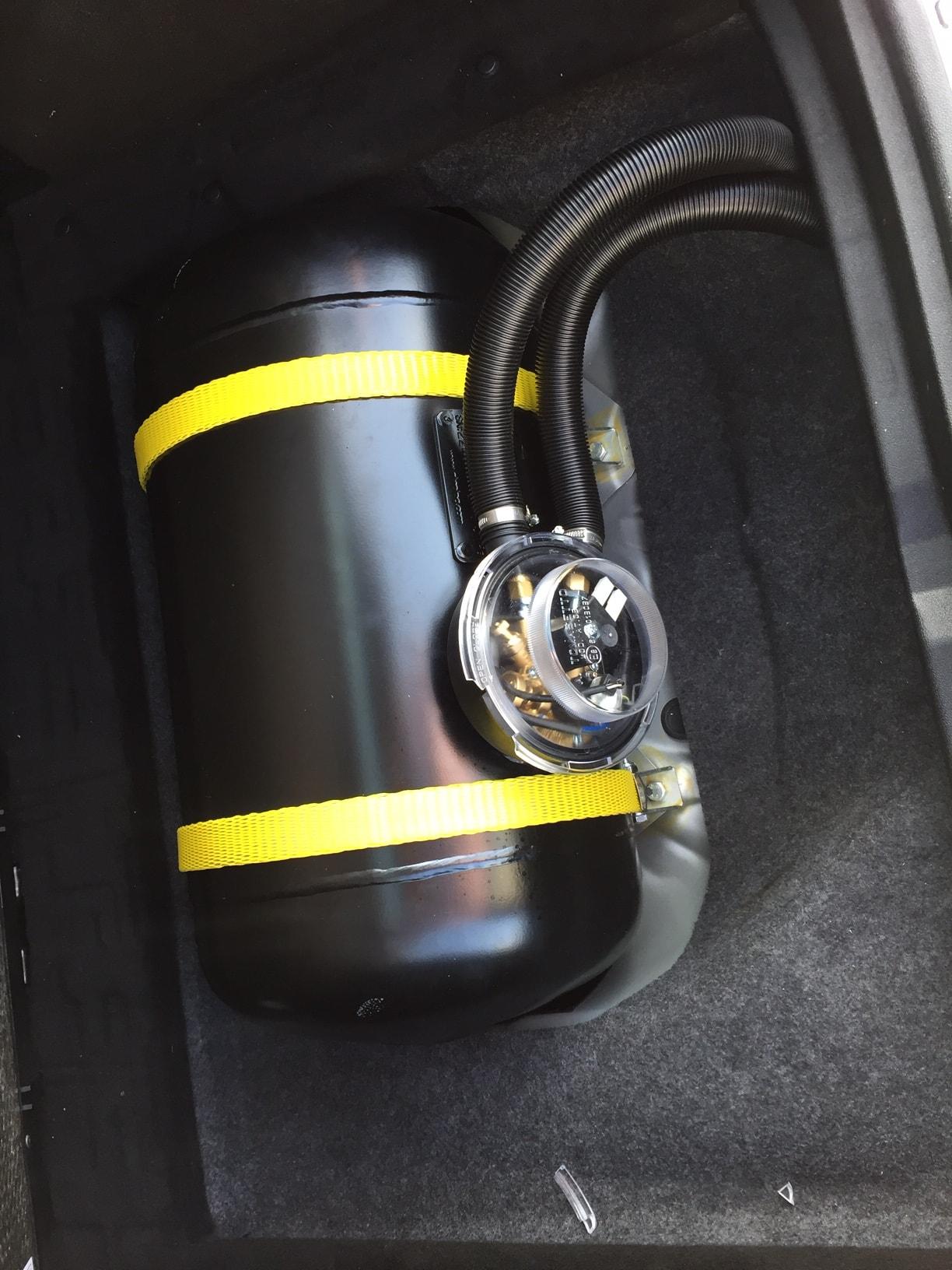 Mercedes B200-Gastank