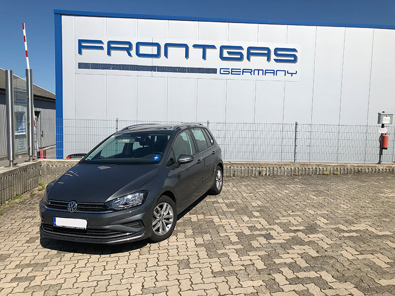 Autogas-Umruestung-LPG-Frontgas-Vw-Golf-Sportsvan-10-Landirenzo-Titelbild