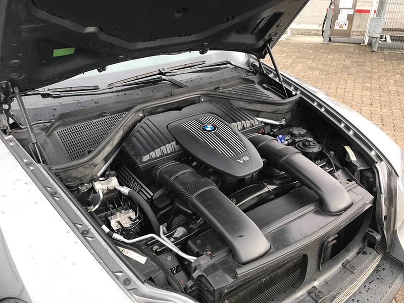 Autogas-Umruestung-LPG-Frontgas-BMW-X5-V8-4