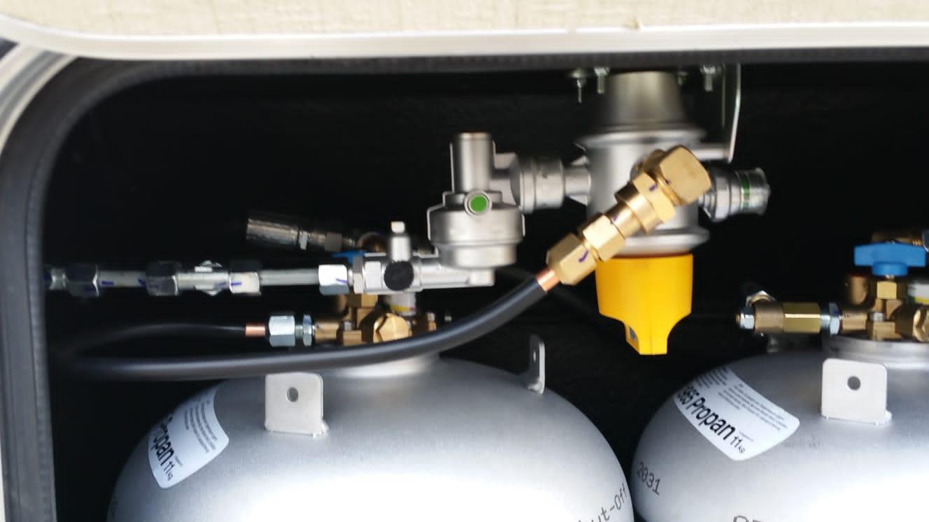 Autogas-LPG-Tankflasche-Festeinbau-Tuev-Hymer-Camp-55-Alugas-Travelmate-... - Kopie (3)